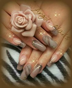 Love the design on the matte nails..