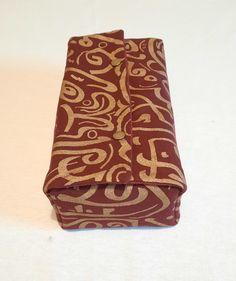 Très chic cette boîte en tissu qui peut servir de boîte distributrice de masques. Chic, Masks, Shabby Chic, Elegant