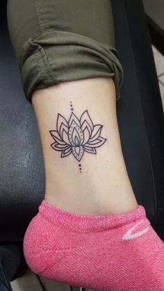Afbeeldingsresultaat voor lotus leg tattoo