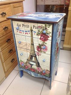 Beautiful. I agree I'm doing White with Parisian on 11 pieces in my flat. It's decided. I have learnt how and got the paper. It's a done deal. This is gorgeous..