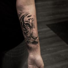 Stunning Animal Tattoo Designs That Inspire You To Get Inked - Millions Grace Tattoos generally symbolize a specific meaning. Animal tattoos are great tattoos to get if you want your tattoo to hold… Tiger Hand Tattoo, Hand Tattoos, Forearm Tattoos, Body Art Tattoos, New Tattoos, Sleeve Tattoos, Tattoos For Guys, Cool Tattoos, Celtic Tattoos