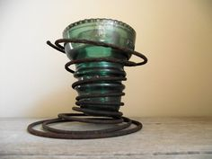 what to do with bedsprings and insulators...clever. This would look better than them just sitting in my kitchen window