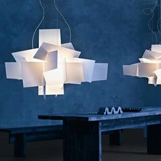 Big Bang by Foscarini is a suspension lamp made of intersections of white or coloured metacrylate panels. A dynamic composition that offers diffused and reflect