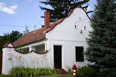 Kihaló falvak Magyarországon: 3 hely, ahol már 50-en se élnek, pedig gyönyörű. Hatalmas veszteség lenne, ha egyszer végleg eltűnnének. Hungary, Places To Visit, Marvel, Spaces, Outdoor Decor, Home, Ad Home, Homes, Haus