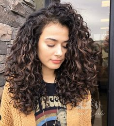 Wavy-Curly Hair Eye Catching Curly Hairstyle Ideas for 2020 Curly Hair Styles Easy, Short Curly Hair, Medium Hair Styles, Natural Hair Styles, Short Hair Styles, Curly Girl, Updo Curly, Thin Hair, Midlength Curly Hair