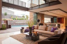 Moderne offen gestaltete Villa mit Pool