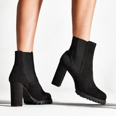 "571 Me gusta, 4 comentarios - STUART WEITZMAN (@stuartweitzman) en Instagram: ""Hello, #WENDA! Part of our new offering of lug-sole styles, these bold booties offer an elevated…"""