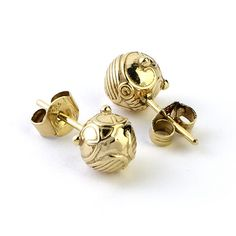 The Carat Shop: Official Harry Potter Golden Snitch Stud Earrings (silver) Colar Harry Potter, Harry Potter Schmuck, Bijoux Harry Potter, Cadeau Harry Potter, Mode Harry Potter, Harry Potter Outfits, Harry Potter Books, Harry Potter Love, Harry Potter World