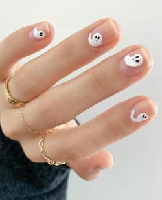 Already thinking about Halloween? Here are all the best celebrity costumes to in… Already thinking about Halloween? Here are all the best celebrity costumes to inspire your Ghost Halloween nails IG: beautytapofficial Cute Halloween Nails, Halloween Nail Designs, Fall Nail Designs, Creepy Halloween, Halloween Costumes, Halloween Recipe, Halloween Party, Halloween Ideas, Women Halloween