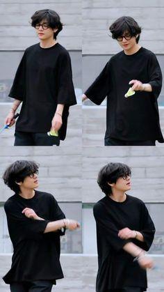 Kim Taehyung Funny, V Taehyung, Bts Jungkook, Foto Bts, Kpop, Oppa Gangnam Style, Taehyung Photoshoot, V Bts Wallpaper, Bts Korea