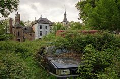 https://flic.kr/p/nEy8iB | The Overgrown Kasteel | An old Kasteel in Belgium in urgent need of restoration, the grounds are no nearly completely overgrown.