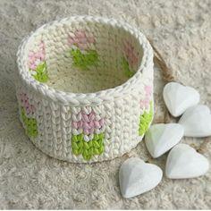 Bom dia flores do dia! . . . . By @naturel_decor . . . . #inspiration #inspiração #cestatrapillo #cestotrapillo #cestofiodemalha #fiosdemalha #trapillo #yarn #crocheteiras #crochet #crocheting #crochetlove #crochetingaddict #croche #yarnlove #yarn #knitting #knit #penyeip #feitoamao #handmade #croche #croché #crochê #croshet #penyeip #вязаниекрючком #uncinetto #かぎ針編み #instagramcrochet #totora