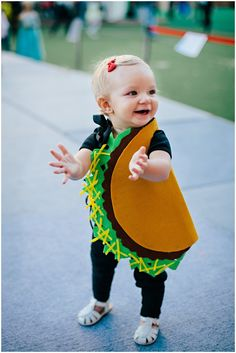 Let's taco your little charm. Try this super cool Halloween costumes for your baby that is simple DIY. Also get more ideas on Halloween kids costumes. Cute Toddler Halloween Costumes, Spooky Halloween Costumes, Fete Halloween, Halloween Kids, Baby Costumes, Homemade Halloween, Unique Toddler Costumes, Baby Halloween Costumes For Girls, Baby Taco Costume