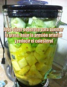 Ingredientes: 1 puñado de perejil. 1 rodaja de piña. 1 pepino verde. 2 varas de apio. 1 cucharada de semillas de chía. ...