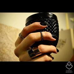 Anéis confeccionados em Prata 950 *Anel Caveirinha *Anel falange spikes folheado à Ródio Negro *Anéis Perspectiva folheados à Ródio Negro e Ouro AmareLo