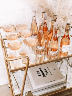 My Tips for Hosting the Ultimate Galentine's Brunch – Andee Layne - Birthday Brunch Birthday Brunch, Brunch Party, 20th Birthday, Birthday Ideas, Bar Cart Styling, Bar Cart Decor, Cakepops, Superfood, Mini Carrot Cake