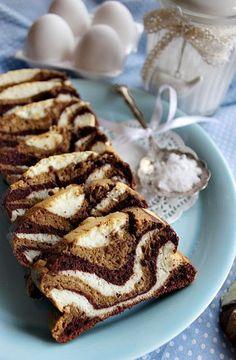 Sokszor előfordul, hogy marad a sütésből tojásfehérje. Kidobni nem szokás, felhasználni pont akkor nem tudjuk vagy nem akarjuk. Ilyenkor eltesszük és várjuk amíg összegyűlik annyi, hogy egy adag sütem Hungarian Desserts, Hungarian Recipes, Baking Recipes, Cookie Recipes, Dessert Recipes, Homemade Cakes, How To Make Cake, Sweet Recipes, Sweet Tooth