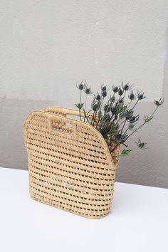 Vintage straw woven basket bag with a stiff, structural shape.Good ...