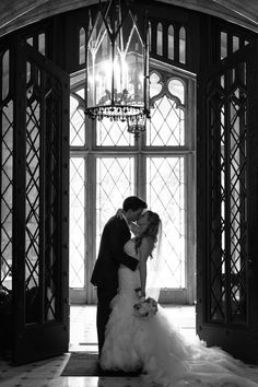 Kiss at Lyndhurst Castle in NY. Photography: Jen Chanyi / Cyrience Creative Studios www.cyrience.com