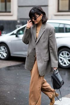 Milan Fashion Week street style autumn/winter - fashion // styles // play & simpleWhat they're wearing on the streets of Milan this Fashion Week Fashion Casual, Look Fashion, Winter Fashion, Womens Fashion, Fashion Design, Fashion Trends, Fashion Outfits, Latest Fashion, Fashion Beauty