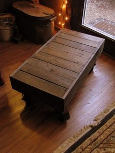 pallet coffee table on casters from Northern Tool #palletcoffeetables