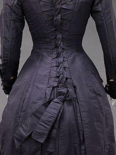 Dress 1877