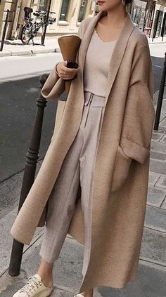Wool Knitted Trendy and Elegant Long Oversized Cardigan for this Fall and Winter. Soft Texture with style # Knit Cardigan # cardigan Long Loose Oversized Cardigan Winter Fashion Outfits, Fall Winter Outfits, Look Fashion, Autumn Fashion, Woman Fashion, Winter Dresses, Fashion Coat, Classic Fashion Outfits, Fashion Skirts