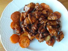 Kuřecí maso po vietnamsku se zázvorem a restovanou mrkví Meat Recipes, Chicken Recipes, Recipies, Cooking Recipes, Chicken Wings, Poultry, Paleo, Food And Drink, Meals