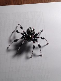 Spider Bead Crafts, Jewelry Crafts, Jewelry Art, Beaded Jewelry, Handmade Jewelry, Halloween Schmuck, Halloween Jewelry, Pet Spider, Spider Webs