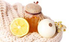 Remedio tradicional de la abuela para la tos Ingredientes:  ½ kg de cebollas rojas o púrpura ½ kg de azúcar mascabado (azúcar procedente del piloncillo/panela/raspadura) 2 limones de tamaño medio 6 tazas o 1/2 lto. de agua 7 cucharadas de miel de abejas cruda Preparación del remedio casero para la tos