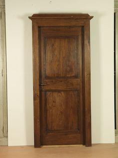 Riproduzione di una porta della II metà del '700, realizzata in pioppo di trave antica.