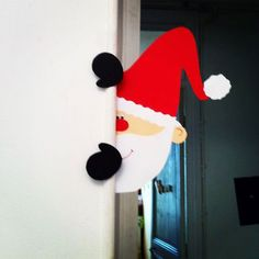 Un petit père Noël espion; Santa peeking around a corner Christmas Door, Christmas Crafts For Kids, Christmas Projects, All Things Christmas, Holiday Crafts, Christmas Holidays, Christmas Gifts, Christmas Ornaments, Theme Noel