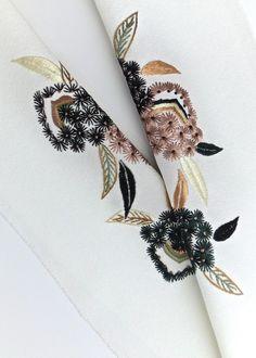 Amazon.co.jp: 凛 正絹手刺繍半襟 【 毬栗(白)半衿 】