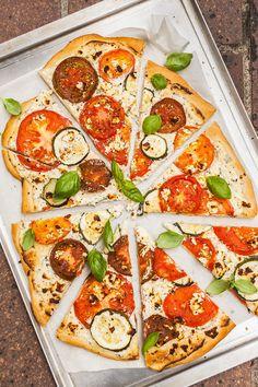 Jak zpracovat letní ovoce a zeleninu do podoby, kterou si zamilují i jejich zarytí odpůrci? Propašujte je do koláčů a pomazánky nebo doplňte kouskem šťavnatého masa, máme na to osvědčené recepty!
