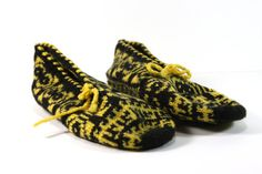 Hey, I found this really awesome Etsy listing at https://www.etsy.com/ru/listing/225021890/hand-knitted-traditional-turkish-socks
