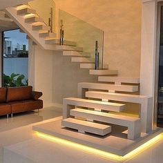 Quando a escada vira o centro das atenções! Amei@pontodecor Projeto @rayssaliraarquitetura Snap:  hi.homeidea  http://ift.tt/23aANCi #bloghomeidea #olioliteam #arquitetura #ambiente #archdecor #archdesign #cozinha #kitchen #arquiteturadeinteriores #home #homedecor #pontodecor #lovedecor #homedesign #instadecor #interiordesign #designdecor #decordesign #decoracao #decoration #love #instagood #decoracaodeinteriores #lovedecor #lindo #luxo #architecture #archlovers #inspiration #escada