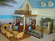 Sylvanian Families Courtyard Restaurant with Clicky staff