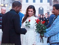 Boys take notes!!! How to win a girls heart with simple gestures! #roses #love #kimkardashian #kanyewest #valentinesday