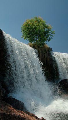 Cachoeira da Velha on Rio Novo in Jalapão, Tocantins, Brasil