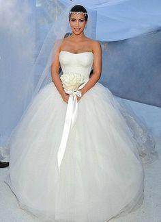 Love her VW Wedding Dress!! <3