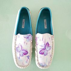 """TOSCA BLUE Leather Moccasin """" Butterfly Tosca Blue offer high fashion,  authentic leather look named after founders Giacomo Ronzani Tosca Blue design for dynamic women looking for quality and glamour , balancing elegance and trendy look. Beautiful detailing, hand panted butterfly on the front , side of white leather, blue leather interior.  Been worn previously very gentle but exellent condition. Doesn't come with dust bag or box. Tosca Blue  Shoes Moccasins"""