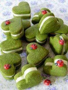 Though these are not macaroons they would be perfect to mimic. These green tea cookies look so cute for a picnic Cookies Cupcake, Cupcakes, Biscuit Cookies, Heart Cookies, Ladybug Cookies, Bird Cookies, Cookie Favors, Flower Cookies, Valentine Cookies