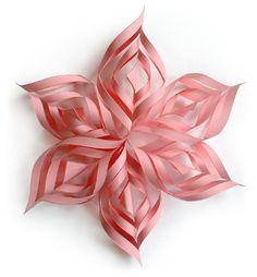 una estrella muy original y facil de hacer.os trae tutorial Pink+snowflake.png]