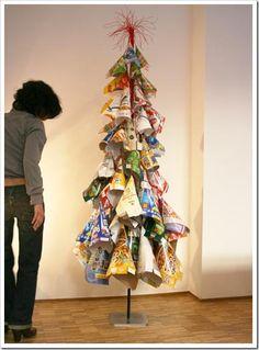 En estas fiestas bien podemos pasar por alto la compra del costoso árbol de navidad y decidirnos a hacerlo en casa. Con mayor o menor grado ...
