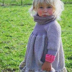 Siri  Svingekjole i alpakka. #svingekjole #norskdesign #norwegiandesign #alpakkaull #strikk #håndlaget #handmade #knitforkids #knit