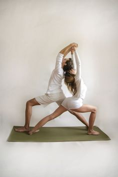 partner-yoga-twin-warriors-pose