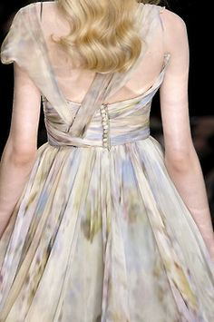 magico-valentino:  Detail at Elie Saab Haute Couture S/S 2010