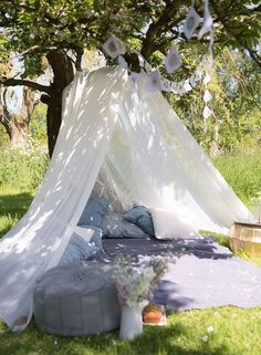 Love this outdoor tent set up
