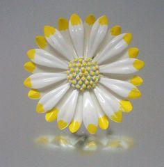 Yellow & White Baked Enamel Metal Brooch - Daisy - Vintage