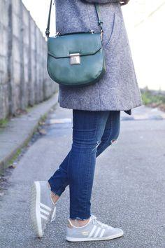 femme adidas gazelle grise avec jean